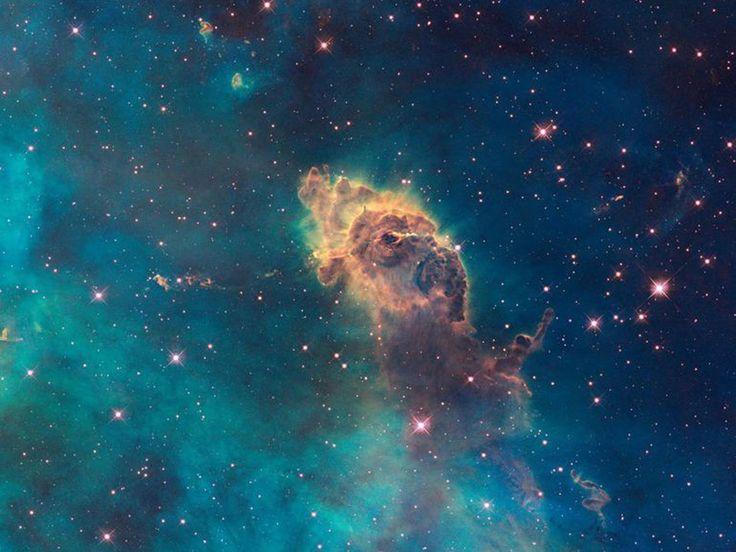 Nebulosas serpenteantes, nubes de gas galácticas y galaxias resplandecientes han pasado por la atenta mirada del telescopio espacial Hubble, que ha captado las más impresionantes imágenes del espacio jamás vistas.