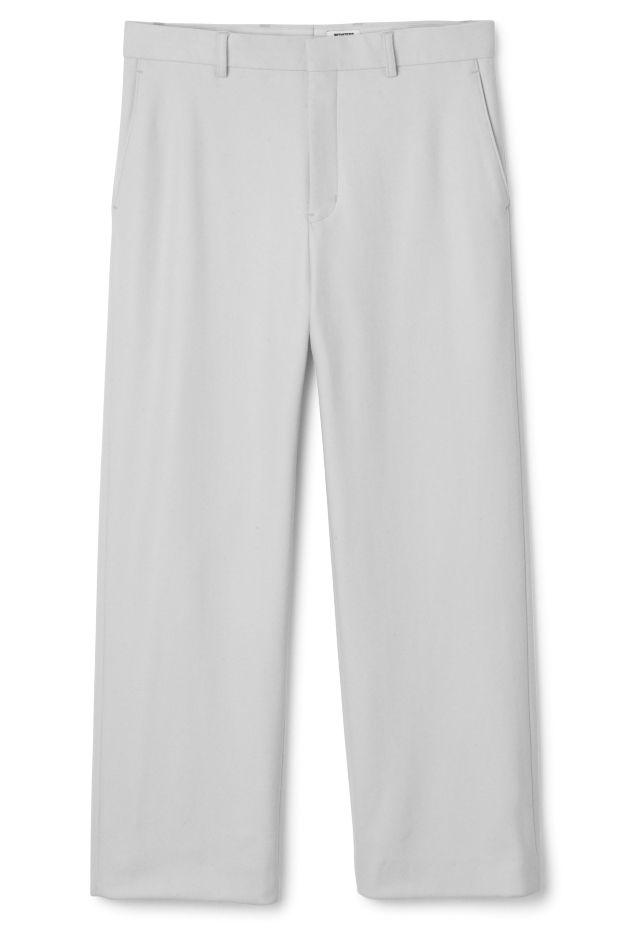The PC When Trousers is a pair of relaxed fitted trousers in light grey. This trousers have two slanted side pockets in front and two back pockets.  - In a size 50 they measure 88 cm around waist and 78 cm inseam.