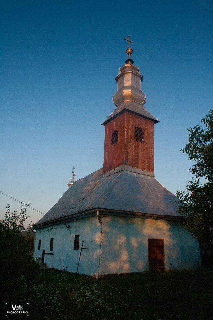 Biserica de lemn din Dusesti   Bihor in imagini