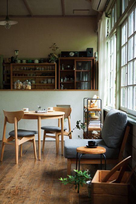 北欧テイストのカフェ風リビングダイニングのコーディネート ココチエ(kokochie)