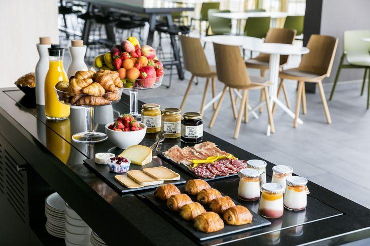 OKKO HOTELS Bayonne Centre : Petit-déjeuner dans le club