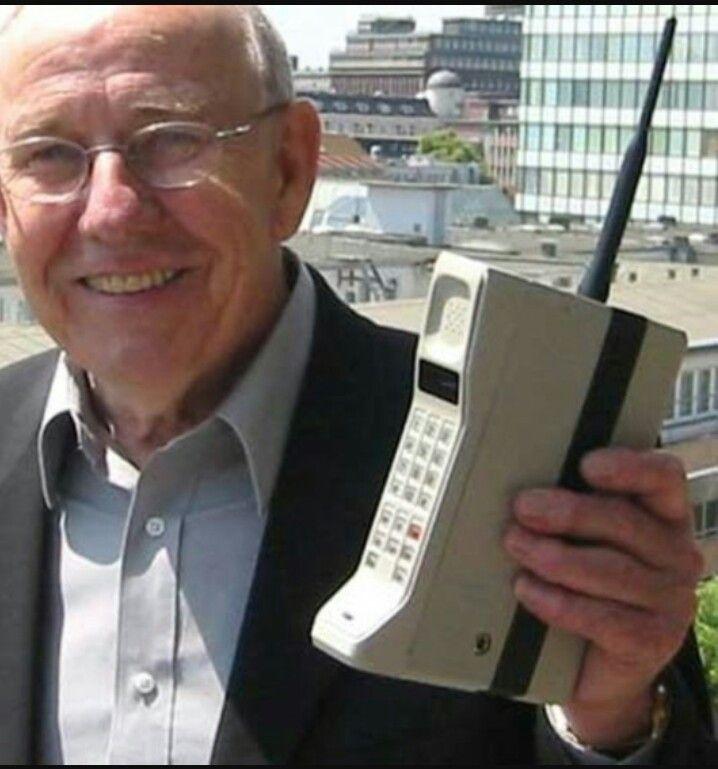 """""""Mobiele"""" draadloze telefoon ~ ik vond dat zo bijzonder dat je kon bellen in de auto"""