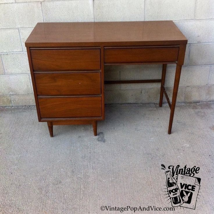 Available for sale. Mid Century Danish Modern Desk by #broyhillpremier We Deliver We Ship Etsy account not necessary to purchase. DM Email or Text Inquiries. Link in Bio or go to  VintagePopandVice.com #vintageshop #midcenturymodern #midcenturymodernfurniture #midcentury #midcenturyhome #midcenturyfurniture #ecclecticdecor #urbanhome #echopark #silverlake #westhollywood #pomona #losangeles #downtownla #santamonica #beverlyhills #venice #danishmodern #danishstyle #midcenturyoffice