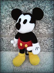 Mickey Mouse Amigurumi - Patrón Gratis en Español - PDF aquí: http://amigurumies.blogspot.de/2014/07/mickey-mouse-patron.html