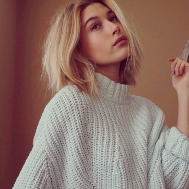 Hailey Baldwin Short cut Blonde