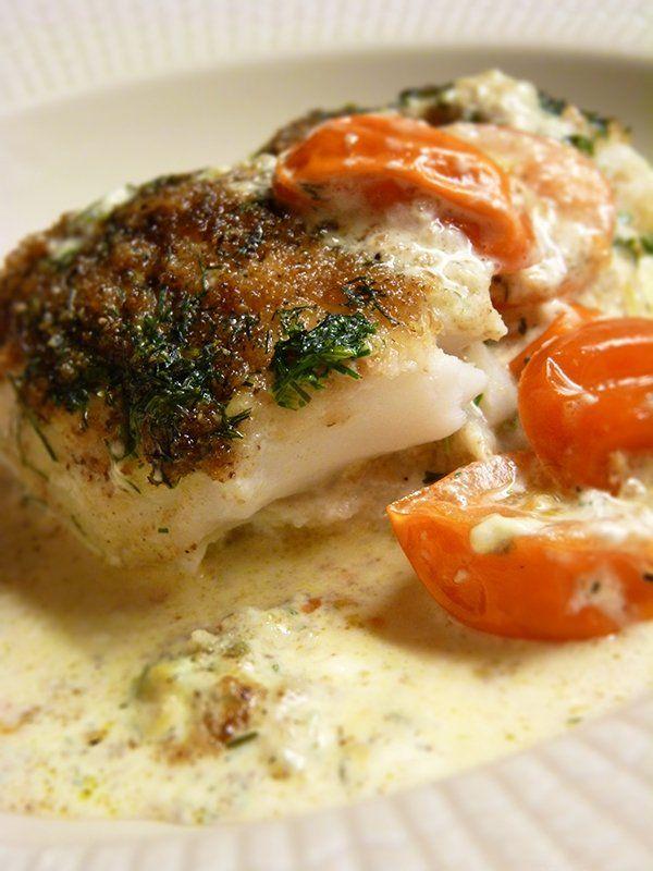 Recept på fiskgratäng. Enkelt och gott. Fiskgratäng är ett bra recept för dig som vill lyxa till vardagen lite, rätten passar lika bra till vardags som till fest, i en gratäng används oftast smör, ost, grädde eller mjölk och självklart fisk, en gratäng passar utmärkt när du vill slippa mycket disk och inte behöva komma på tillbehör till maträtten.
