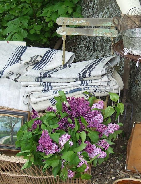 Lovely lilacs: Loot Shoots, Beautiful Bloom, Things French, French Linens, De Brocante, Lilacs Loot, Country Living, French Country Home, French Vintage