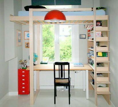 This is a modified version of DIY Loft bed Ana: the bed is elevated and mirrored. | Dit is een aangepaste versie van zelfbouw hoogslaper Ana: het bed is verhoogd en gespiegeld. Aanpassingen gedaan door de bouwer.