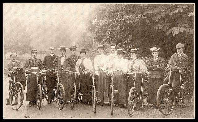 GENERALIZING: Based on this photograph, what generalizations can you make about bicycling and fashion during this time period? Write your ideas in your reading journal.