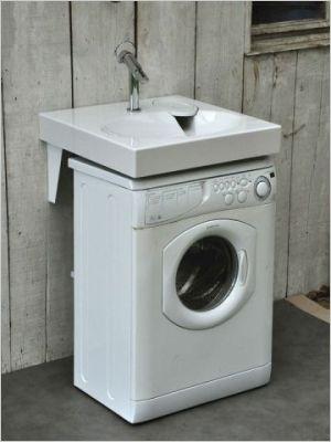 Lavabo conçu spécialement pour s'installer au-dessus d'une machine à laver, grâce à son évacuation placée dans un angle. plusdeplace.fr