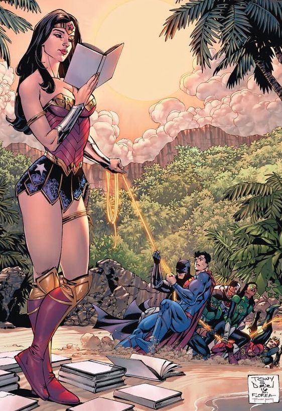 Wonder Woman, linda y poderosaSer una chica fuerte y segura de si misma es algo normal en Wonder Woman, ella ni se inmuta cuando un grupo de superhéroes intentan hacerla caer, esta súper-mujer lee sus libros preferidos sin cansarse mientras la fuerza...