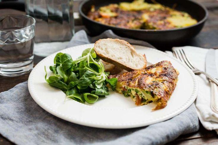 Weer een lekkerreceptuit deKoken met Aanbiedingenapp: een zomerseSpaanse tortilla met erwtjes en tomaat. Heb jij deappal…