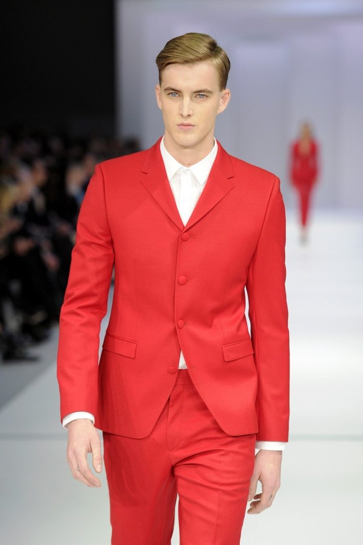 HUGO BOSS at #BerlinFashionWeek #BFW - Would you dare to wear a red suit?