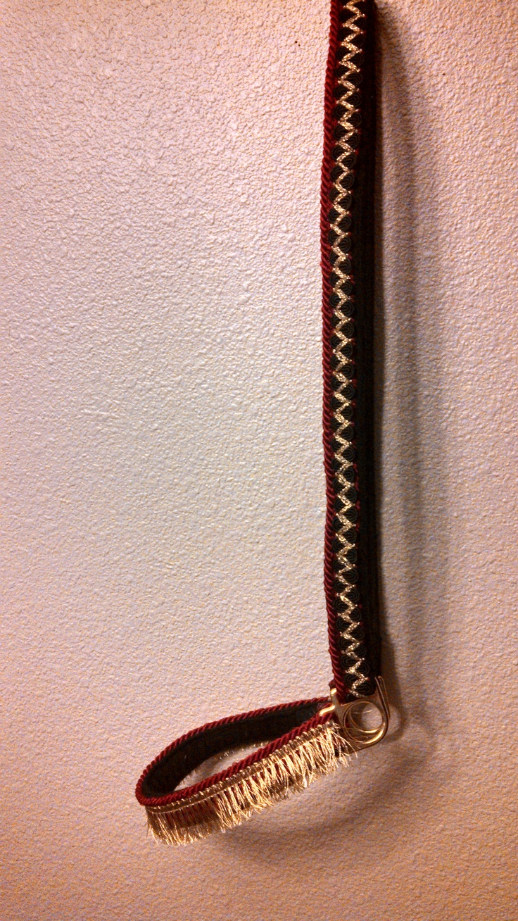 Show halter in black, red and gold