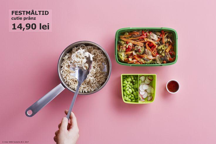 În cutia de prânz FESTMALTID, fiecare preparat are locul lui. Astfel, aromele mâncărurilor nu se vor amesteca. Descoperă cum poți prepara și împacheta diverse preparate în mod sustenabil pe www.IKEA.ro/o_viata_sustenabila.