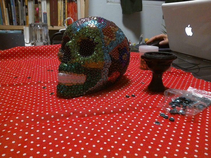 Día de muertos en México. Cráneo de unicel con lentejuelas.Mi abuela  Genoveva Silva R.I.P