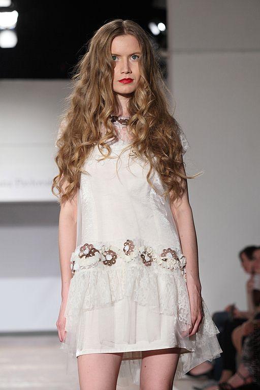 Платье белый верх красный полосатый низ живота