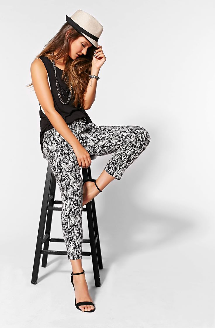 Easy to wear with a relaxed fit & airy fabric, you'll fall for these printed soft pants!