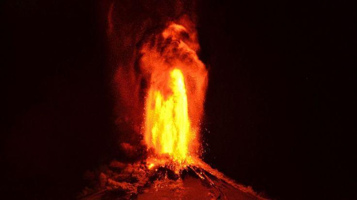 El Villarrica entra en erupción