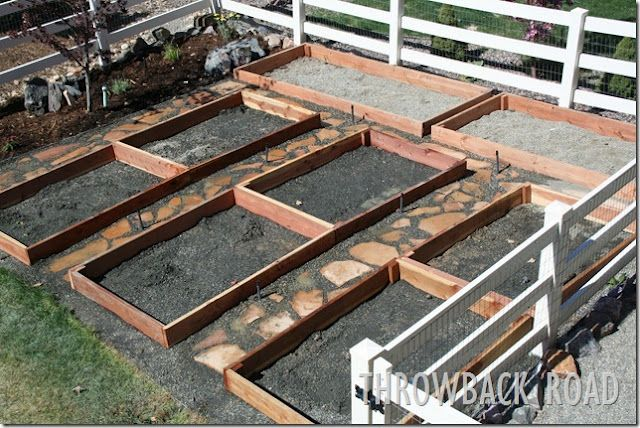 great garden layout: Gardens Ideas, Gardens Beds, Raised Beds, Stones Walkways, Gardens Layout, Nice Walkways, Garden Beds, Veggies Gardens, Rai Beds