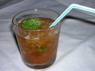 Granissat de té verd amb menta/ Granizado de té verde con menta/ Iced green tea with mint/ Chá verde com menta gelado