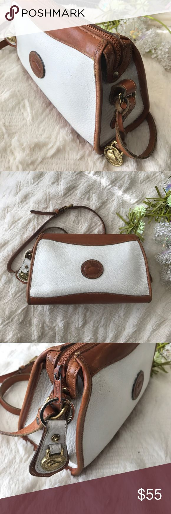 Vintage Dooney & Bourke Bag 💼 Vintage Dooney and Bourke. spacious medium sized bag with 4 inner pockets. Zippers closed for extra security Dooney & Bourke Bags Crossbody Bags