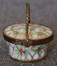 LOVELY CHAMART EXCLUSIVE LIMOGES FRANCE BASKET W BIRD & FLORAL MOTIF TRINKET BOX