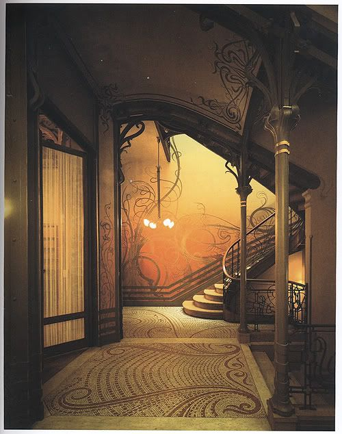 Victor Horta, staircase and mirrored side wall in the entrance hall of the Hôtel Tassel in Brussels.