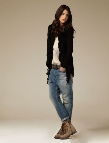 Create your own casual unisex style with black cardigan, baggy jeans and boyish booties.