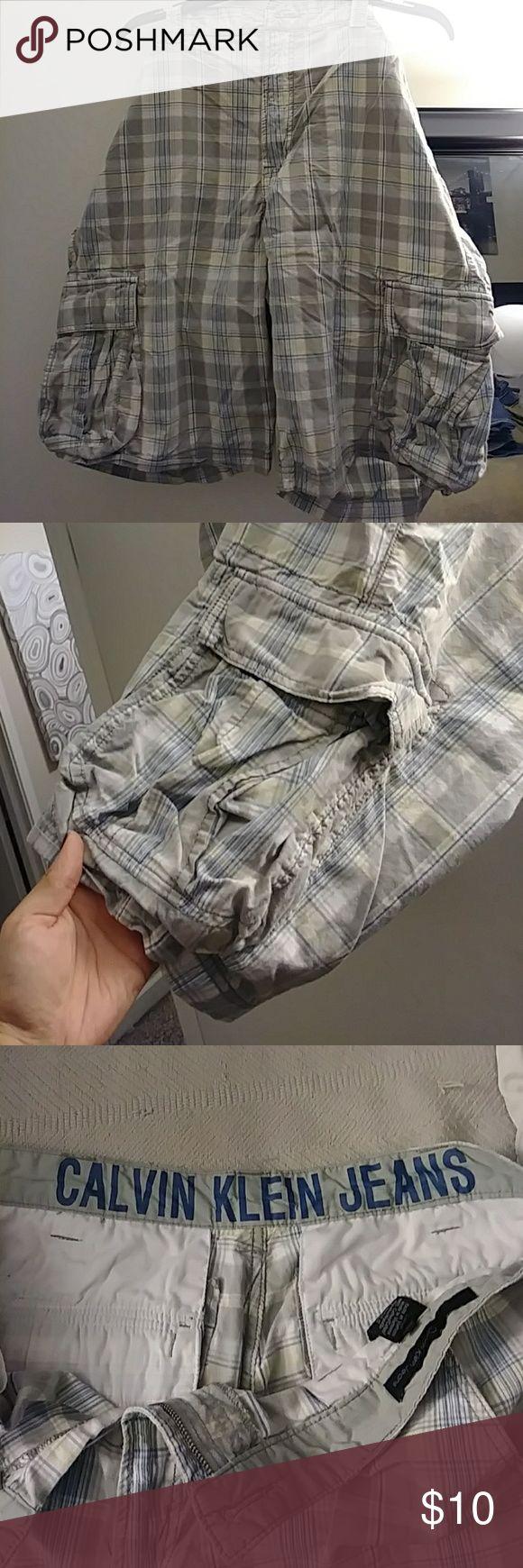Khaki shorts Good condition cargo khaki shorts for men Calvin Klein Jeans Shorts Cargo