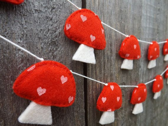 Mushroom Garland, kitsch, kitsch decor, Felt Garland, Woodland Garland, Baby shower Gift, Nursery Decor, Mushroom Bunting, Mushroom decor,