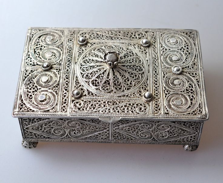 Have always loved filigree... Isn't this exquisite? If vacationing in Turkey, let us assist at Archaeologous.com . Great shopping in Turkey #AntiqueTurkishJewelry Box
