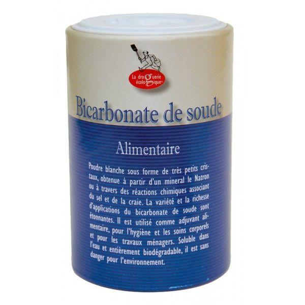 Le bicarbonate de soude est un produit naturel polyvalent. Il vous sera utile autant en cuisine que pour votre beauté ou l'entretien de votre maison. Le bicarbonate est reconnu pour sa capacité à blanchir les dents. Il suffit pour cela de déposer un peu de poudre sur votre brosse à dents. Il vous servira également à assainir votre bouche grâce à des bains de bouche et gargarismes. Ajouté à un bain, il permet d'adoucir votre peau, et de nettoyer peau et cheveux. Sert de déodorant.