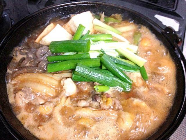 京都の実家では良く食べました。 新鮮なかしわ(鶏肉)でしかやりません! 潰したて?(可哀想な気もしますが、) かしわとは鶏肉のすき焼きです。 - 3件のもぐもぐ - かしわのすき焼き京都の実家から送って貰った! by nonlee