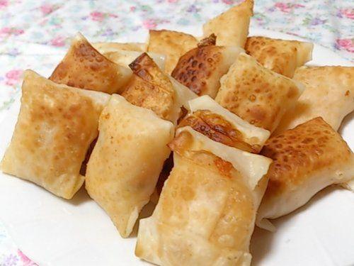 【nanapi】 餃子の皮を使った、キムチとチーズのミニ春巻きの作り方をご紹介します。材料3つで、味付け不要、一口サイズの食べやすい春巻きが簡単にできます。材料(15個分)餃子の皮・・・15枚分キムチ・・・80グラムピザ用チーズ・・・30グラム作り方(調理時間:15分)S...