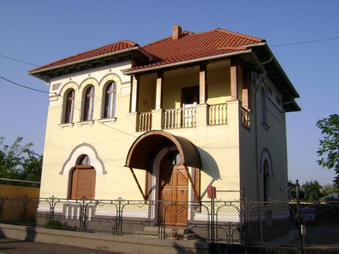 Imagini pentru case neoromanesti