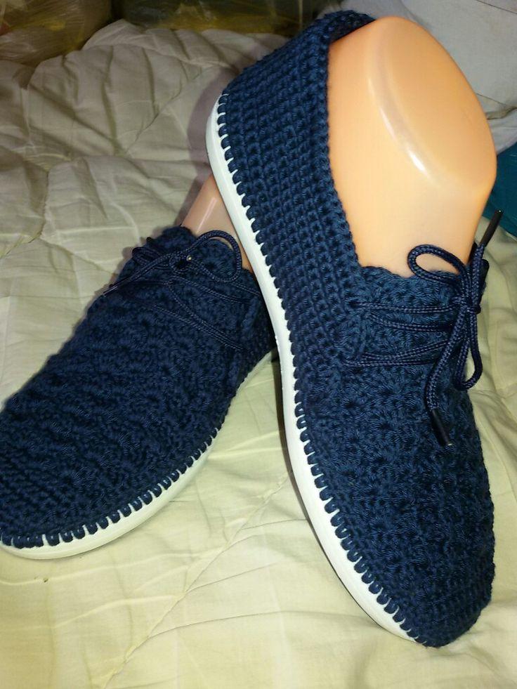 Este tipo de zapatos son los que toman tan bien el pie que las personas mayores estamos cuidando protegiendo con mucha comodidad.