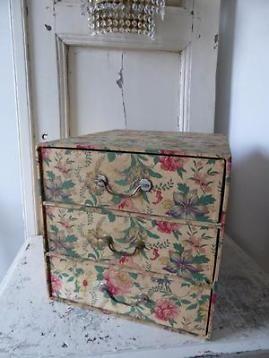 Antiek frans stoffen ladenkastje / ladekast lade kastje doos