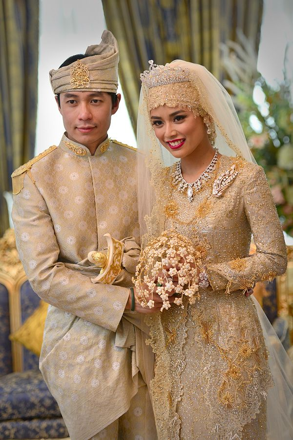Royal wedding in Brunei...yes that's a diamond wedding bouquet