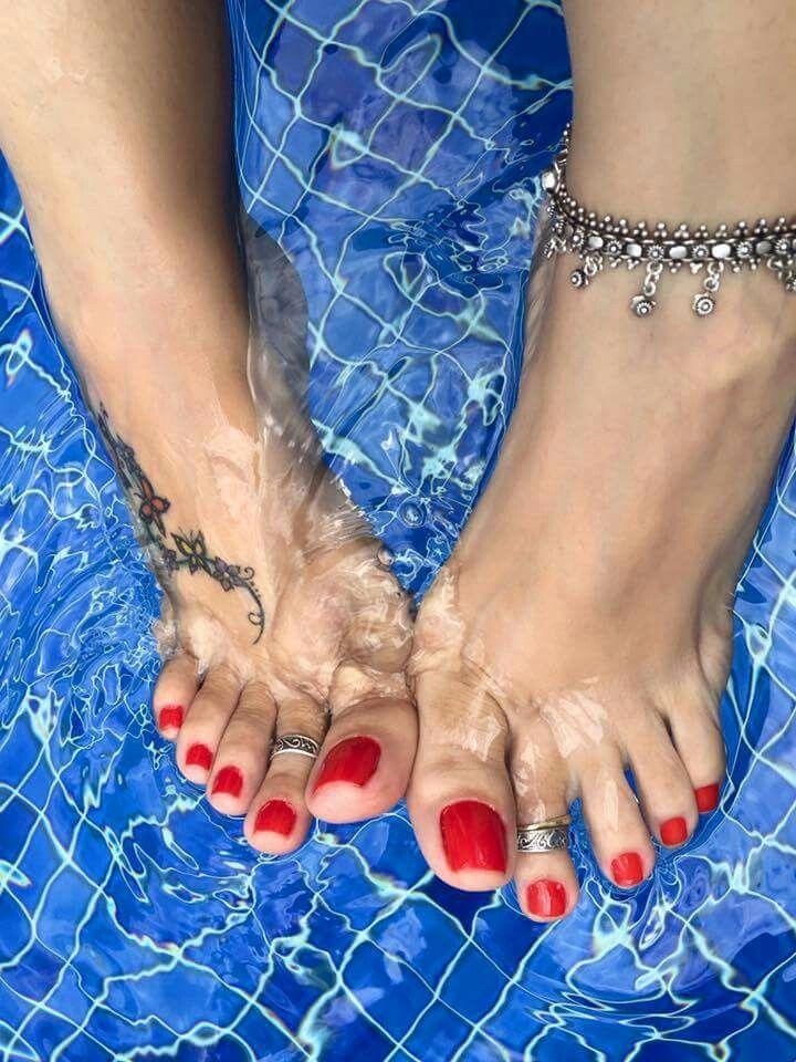 Red toenails | Pedicure Ideas | Pinterest