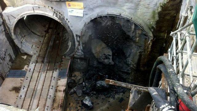 Momento del cale del segundo tubo del túnel de acceso a Vigo de Alta Velocidad del Eje Ferroviario Atlántico en Galicia
