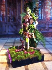 """De geheime wereld van de Orchidee.. Deze tentoonstelling – de naam zegt het al – draait helemaal om de orchidee! In zeven apart beplantte thema-voorstellingen kunt u genieten van de mooiste orchideeën van de wereld naast andere prachtige tropische bloemen. Tevens wordt er een unieke verzameling bonsai-boompjes tentoongesteld. De tentoonstelling wordt op 26 mei afgesloten met een prachtig concert """"Strauss Impérial"""" in het Opera gebouw van Luik."""