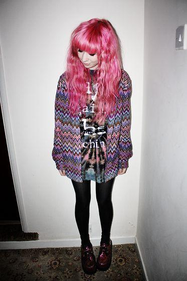 Pink hair, pattern cardigan: Pink Hair, Cute Outfits, Bangs, Hair Girls, Clothing Fashion, Pastel Goth, Grunge Style, Hair Inspiration, Grunge Fashion