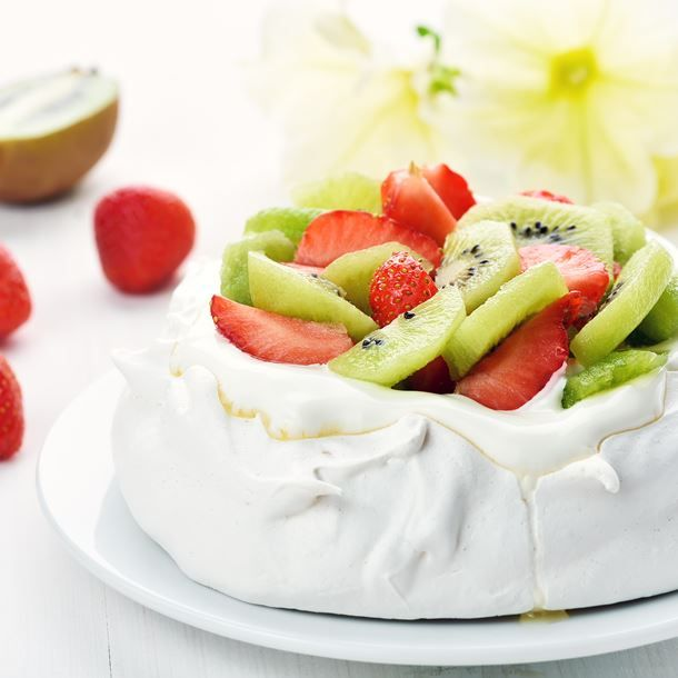Pavlova aux fraises, kiwis et chantilly au mascarpone