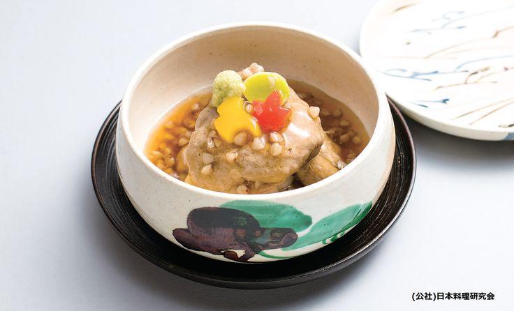 信州蒸し 信州蒸しと言うと、魚の切り身で蕎麦を巻くのがオーソドックスだと思いますが、工夫の一品では蕎麦粉と里芋を使って蕎麦がきを作り、切り身に掛けてみました。