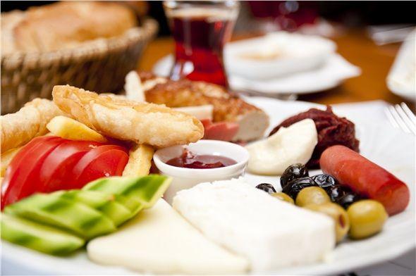 Kahvaltınızı kuvvetli akşam yemeğinizi çok hafif yemeyi tercih edin.