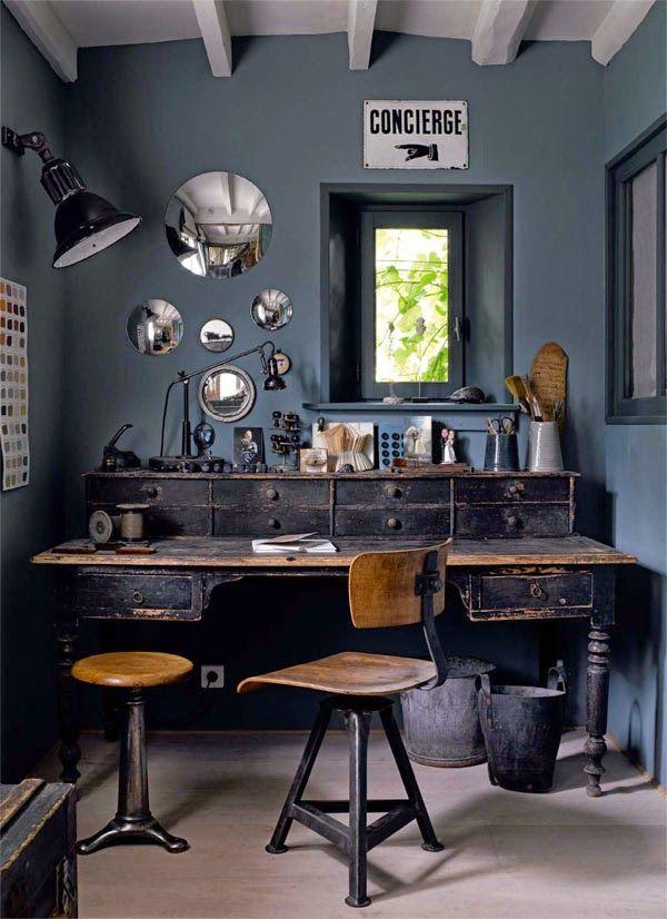 Poca luz natural y colores opacos hacen ver pequeña a una habitación. Pero si quieres un entorno que se sienta privado, es una opción para ti.
