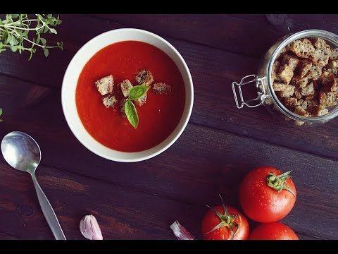 Składniki (1 porcja): 1-2 ząbki czosnku łyżka oliwy pół kartonika pomidorów krojonych (lub dobrej jakości 2-3 świeże pomidory) ok. pół szklanki wody 2-3 list...