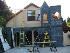 How to build a Cathedral Facade - a monstrous display that goes in front of the garage. Great idea, but I can't see my husband letting me take Halloween this far.