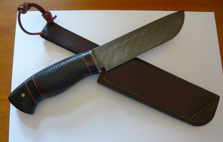 hunting knife made from damascuss